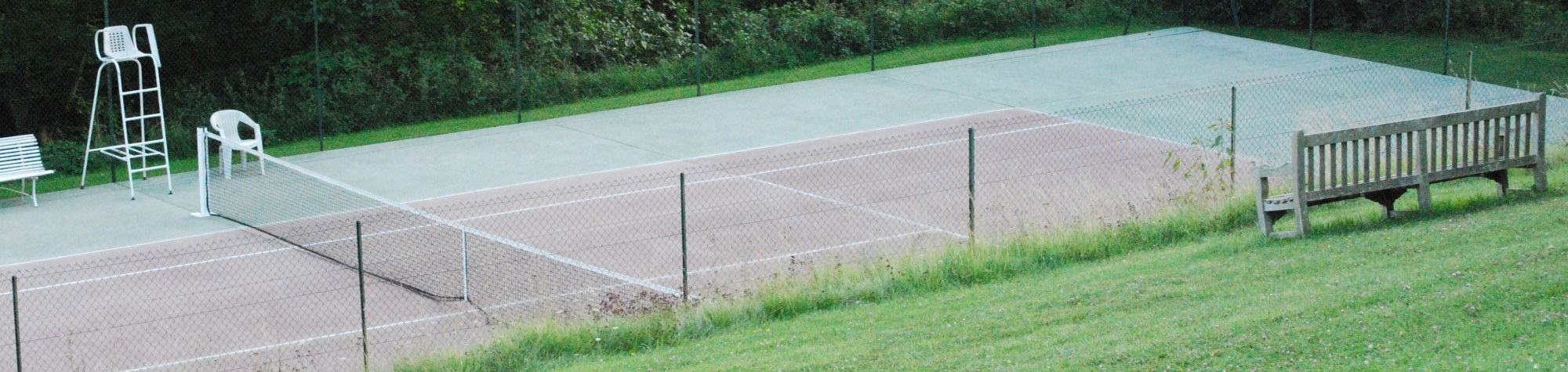 Chambres-Hotes-Hautes-Sources-Tennis-width
